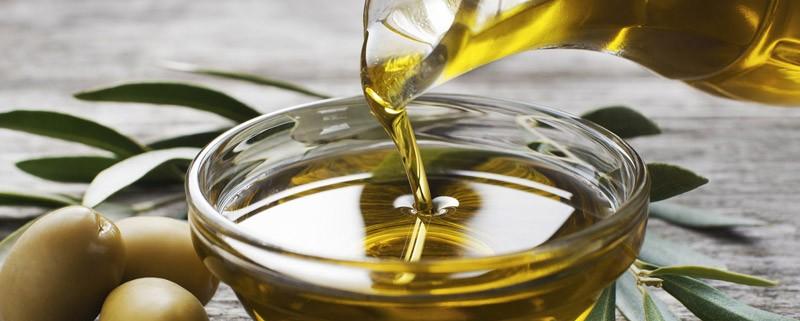 olio extra vergine a tavola per friggere