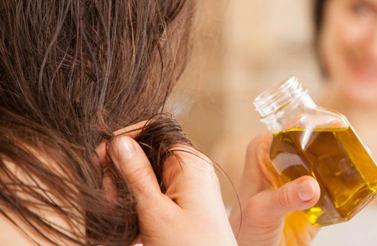 Olio di oliva per la cura dei capelli