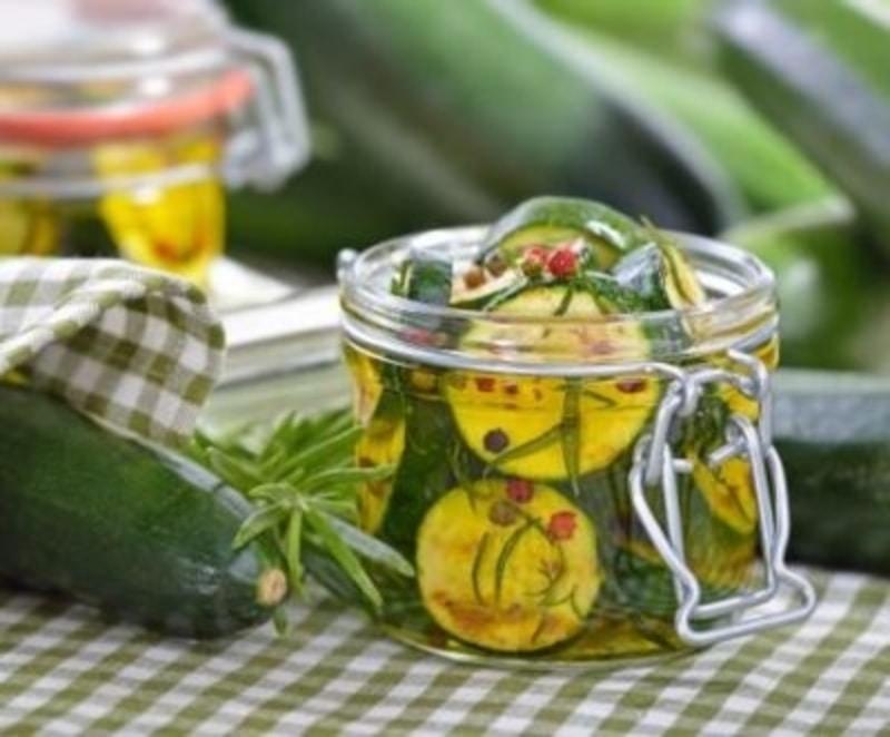 Vuoi preparare le zucchine sott'olio? Ecco la prelibata ricetta!