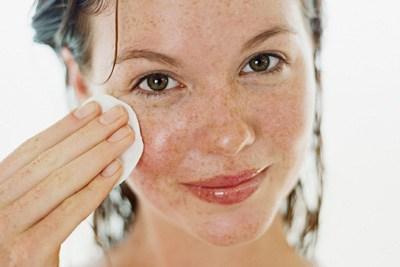 come eliminare occhiaie e orzaiolo con l'olio di oliva