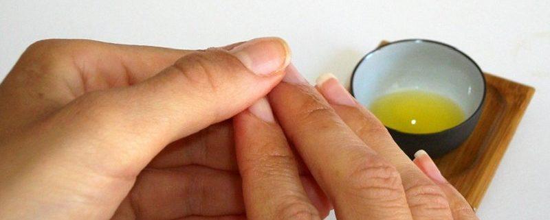 olio di oliva per rinforzare le unghie