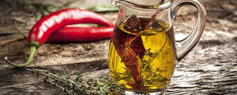 ricetta per la preparazione dell'olio aromatizzato al peperoncino