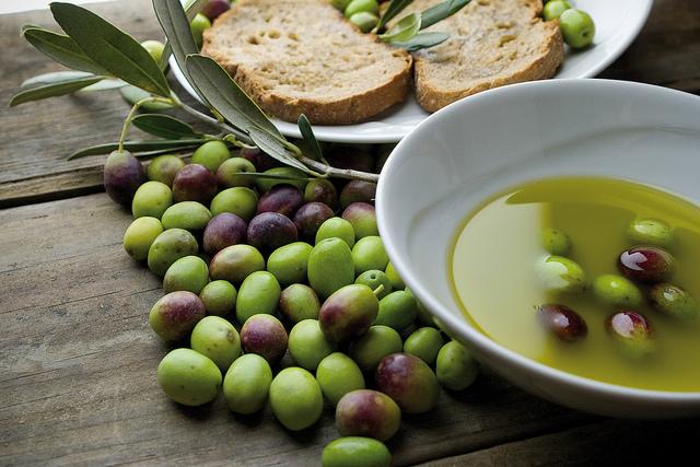 Come riconoscere un buon olio extravergine di oliva?