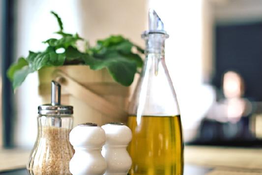 Ristoranti: quali sono le normative dell'olio a tavola?
