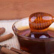 Olio di oliva, miele per trattamenti di bellezza per capelli e viso e preparazione di biscotti