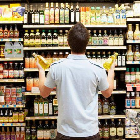 Acquisti olio di oliva al supermercato? Leggi bene l'etichetta: potrebbe nascondersi una sorpresa!