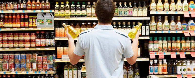 data scadenza su etichetta bottiglia al supermercato