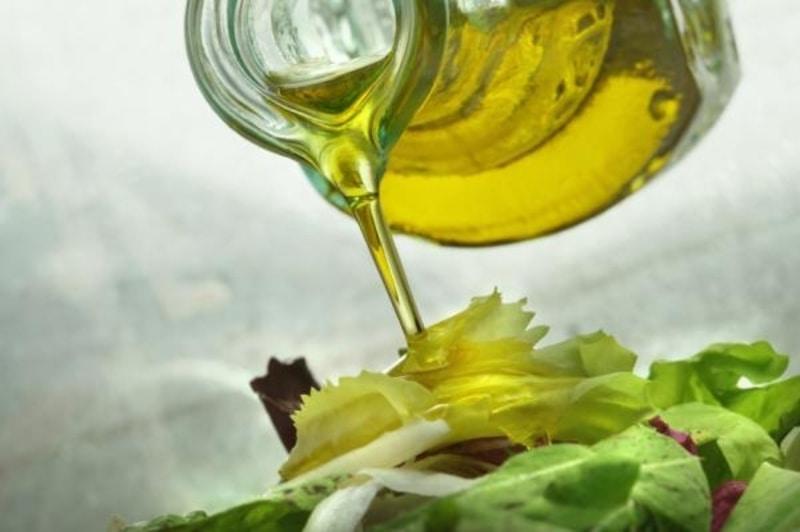 Olio di Oliva, condimento leggero: ecco perché sceglierlo!
