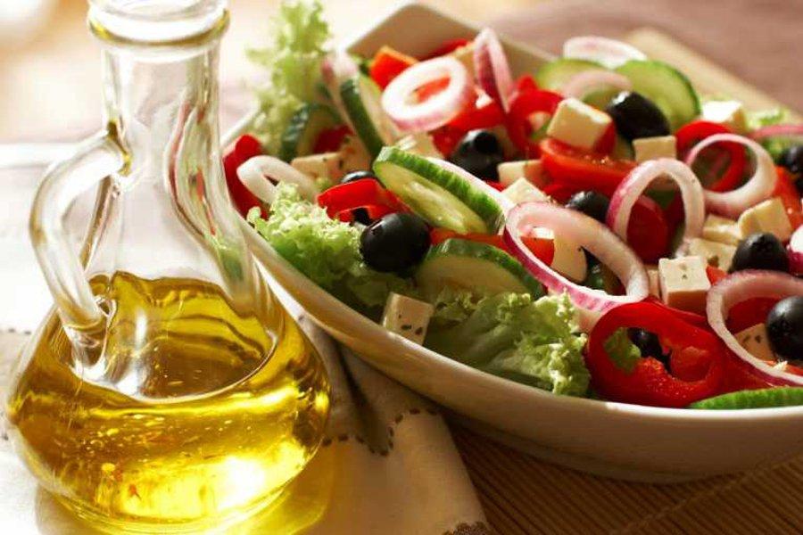 La Dieta Mediterranea, le Calorie e il Ruolo dell'Olio Extravergine