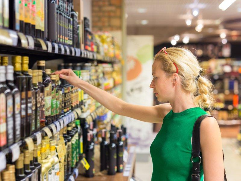 Come scoprire la vera identità di un olio di oliva? Basta leggere qualche dato sull'etichetta!