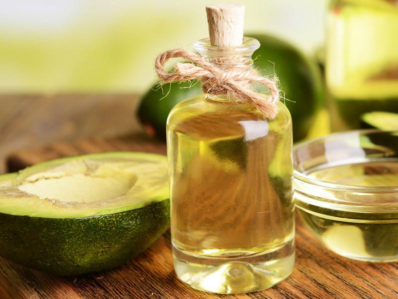 Olio di oliva e Avocado: per capelli più luminosi e rinforzati