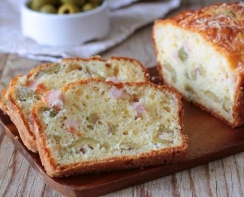 Plumcake salato alle olive verdi in salamoia
