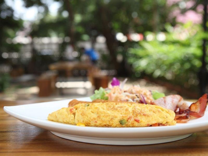 Omelette con Patè di Olive Nere: ricetta pronta in pochi minuti!